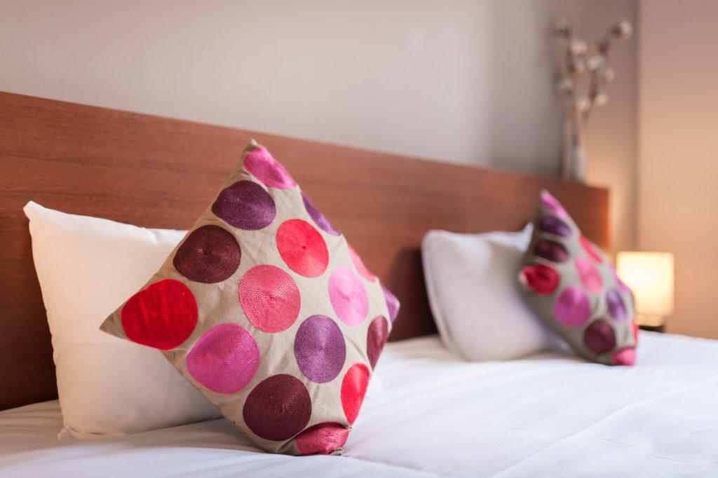 Chambre orient couleurs indiennes lit