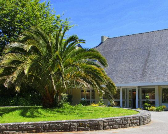 hôtel Latitude Ouest-vue-entree-palmier