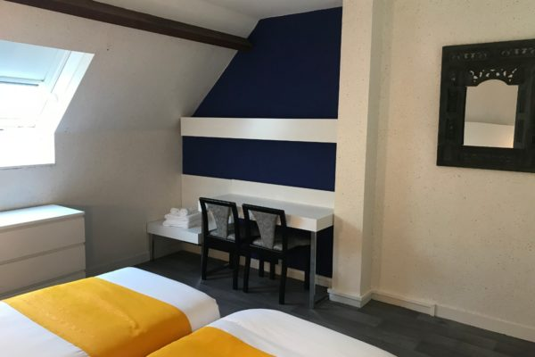 Chambre mezzanine-cote-sud-bleu-majorelle-etage