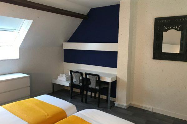 mezzanine-cote-sud-bleu-majorelle-etage-bureau