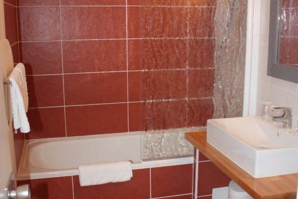 mezzanine-cote-sud-bleu-majorelle-salle-de-bain