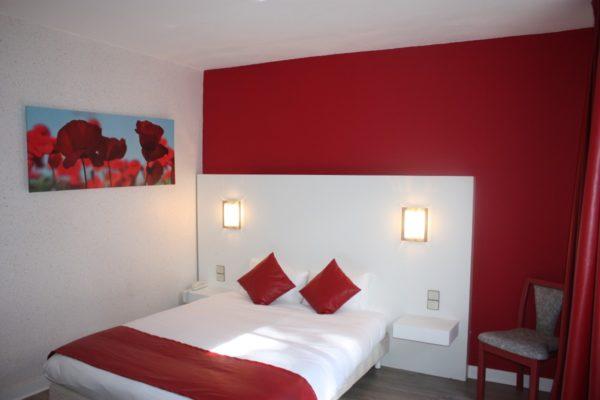 Chambre mezzanine-cote-sud-rouge-coquelicot