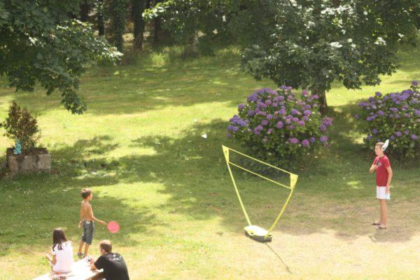 hôtel Latitude Ouest-vue-parc-badminton