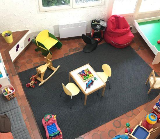 hall hôtel Latitude Ouet -coin-enfants-vue-en-haut