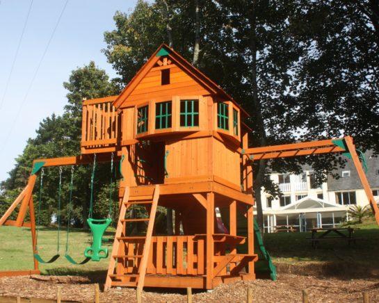Hôtel Latitude Ouest parc-aire-de-jeux-enfants