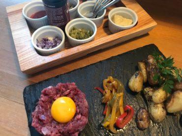 Hôtel restaurant Locronan-plat-tartare-boeuf-couteau