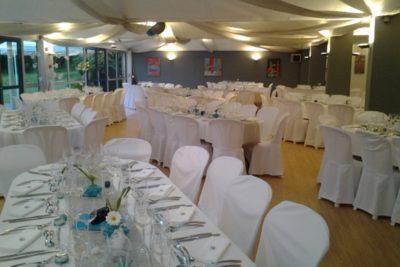 Latitude Ouest Locronan salle-de-banquet-mariage-blanc-bleu