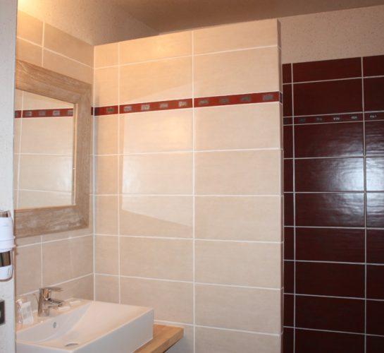 Latitude Ouest chambre-orient-salle-de-douche