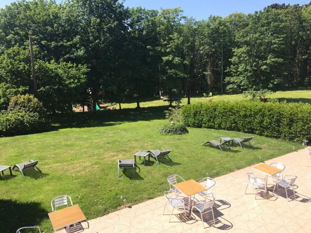 parc Latitude Ouest-vue-exterieure-terrasse-bois-du-nevet