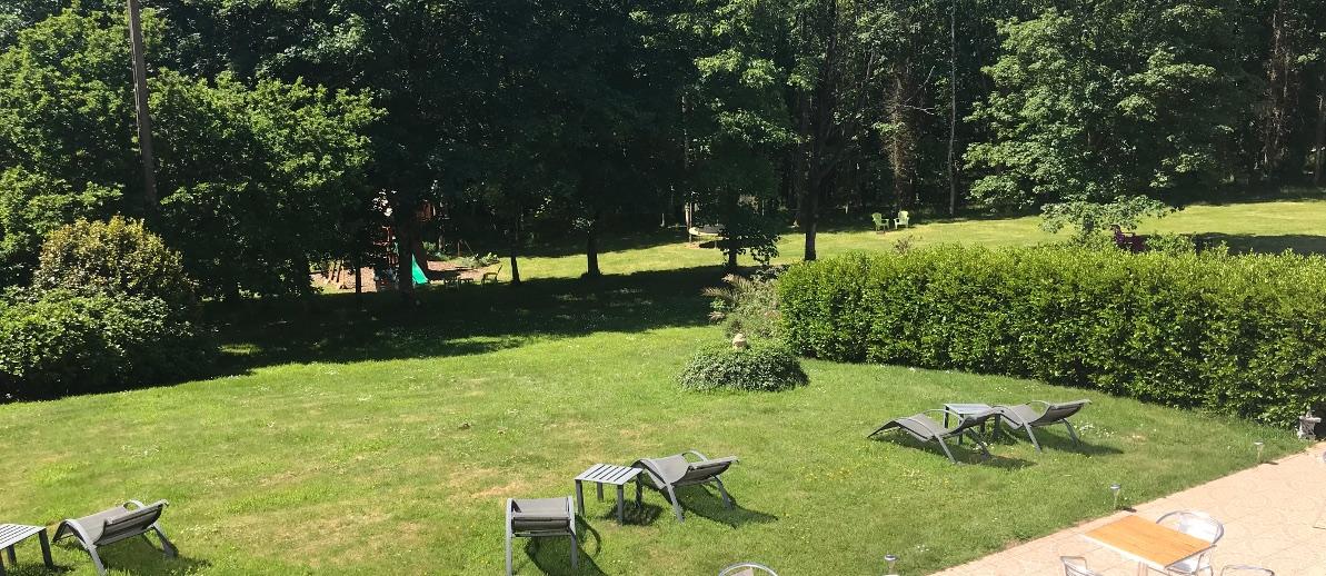 parc Latitude Ouest -vue-exterieure-terrasse-bois-du-nevet-bandeau