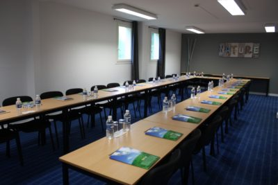 salle Latitude Ouest -seminaire-nature-dressee-28-personnes