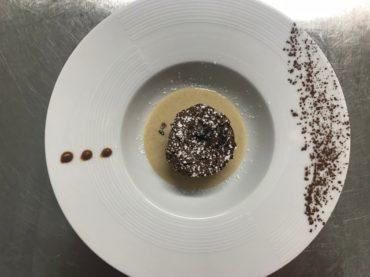 restaurant Latitude Ouest -dessert-moelleux-au-chocolat-creme-pralinee