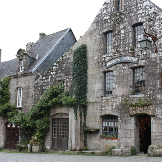 tourisme-locronan-place-village
